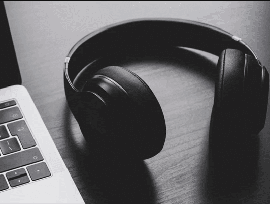 свържете Bluetooth слушалки към компютъра