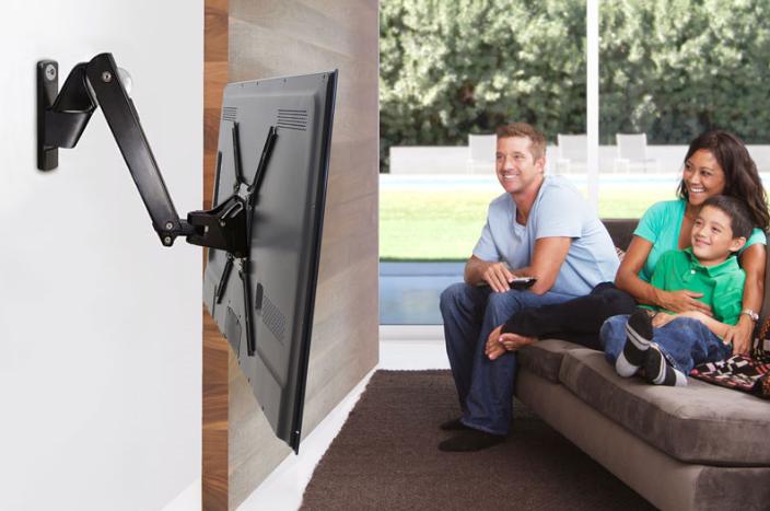 телевизор на стената