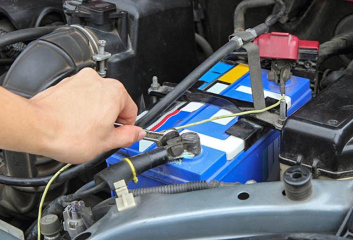 Как се сменя акумулатор на кола?