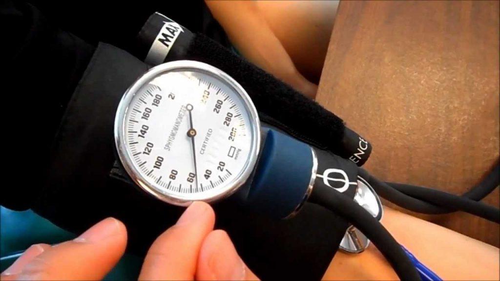 Най-добри апарати за кръвно налягане 2021 - Мнения, Цени..