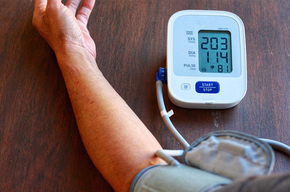 качествен апарат за кръвно налягаме