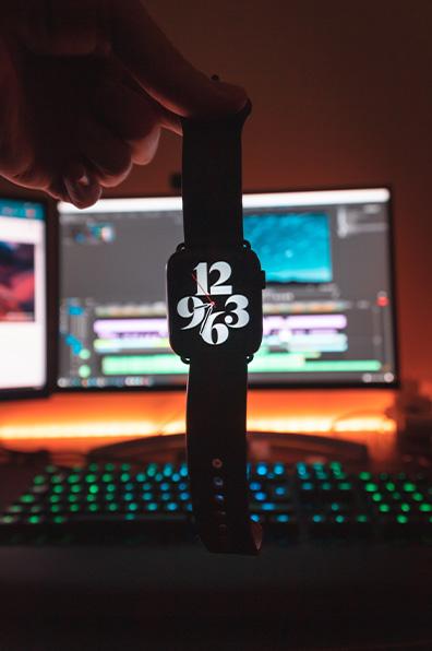 компютър и часовник